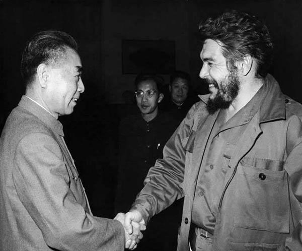 zhou_enlai_and_che_guevara_1965